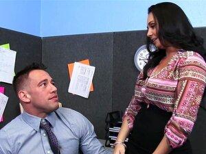 Morena Peituda Holly West Andar Galo No Escritório Porn