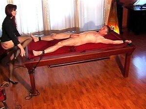 Dominadora Quente Fumar Pune Seu Escravo Masculino, Uma Adorável Dominadora é Todo Seu Escravo Sissy Enquanto Sentado Em Seu Rosto E Masturbar O Pau Dele E Não Deixá-lo Para Gozar. Parece ótimo. Porn