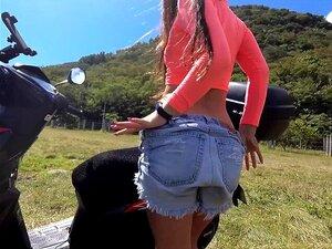 Masturbação Pública Arriscada Em Moto Alugada Na Montanha Com Garota Sexy Porn