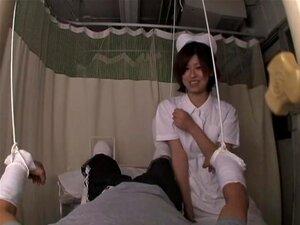 """Enfermeira Asiática Kinky Suga O Carrão Do Seu Paciente Em Filme Pornô, Lana, Uma Morena Asiática Com Cabelo Comprido, Queria Muito Para Seu Paciente Se Sentir Melhor, Então Ela Decidiu Chupar O Pau Dele. Neste Vídeo De """"voyeur"""", Ela Atua Como U Porn"""